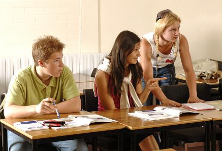 Poskytnúť absolventom fakulty, resp. uchádzačom o zamestnanie